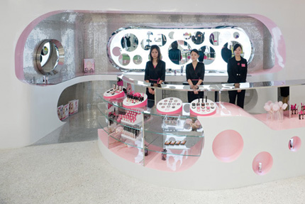 http://maria-mole.com/blog/wp-content/uploads/barbie-store-jsa-3223.jpg